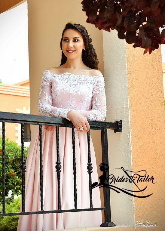 فستان خطوبة من الدانتيل الفرنسي